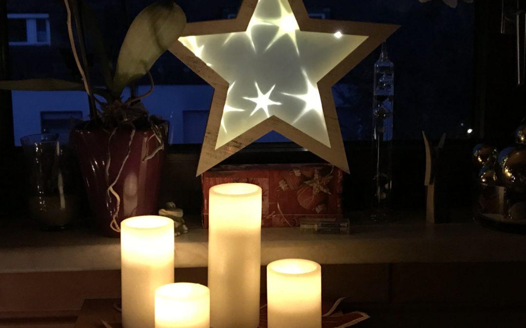 Zum Neuen Jahr, Bräuche und ein Christbaum